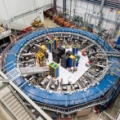 Nadprzewodzący pierścień magazynujący miony w Fermilab